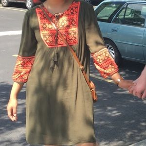 Short Loose Fitted Green Dress with Long Sleeves
